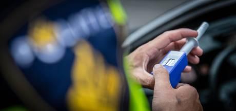 Man rijdt zonder rijbewijs en onder invloed van drugs over N35