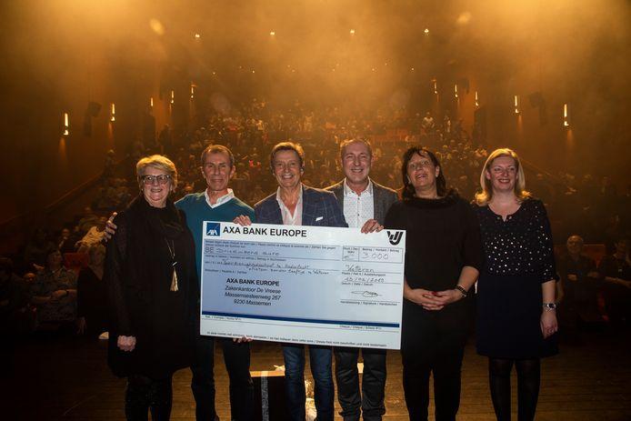 Concert Willy Sommer Nova Wetteren : 3000 euro voor goeie doel.