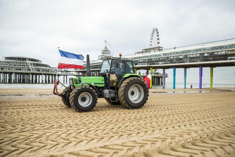Demonstrerende boeren op het strand van Scheveningen.  Beeld ANP