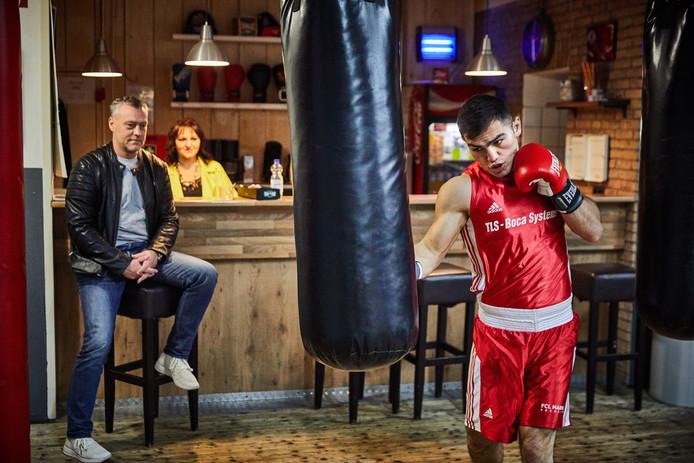 Nederland, Rotterdam, 07/11/2018,   Bokser Artjom Kasparian en stichtingvoorzitter Ferdinand Bestebreurtje van Rotterdam Boxing.