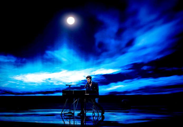 Duncan Laurence zingt Arcade, het lied waarmee hij het songfestival naar Nederland haalde.