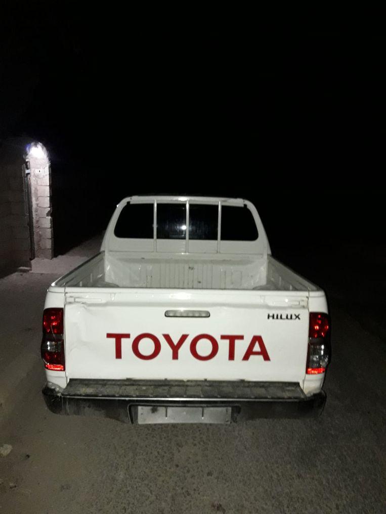 Foto van de witte pick-up die Ahmed Osman, leider van de Sultan Murad Brigade, stuurde. Nederland schonk hem deze Toyota, zegt hij. Beeld Ahmed Osman