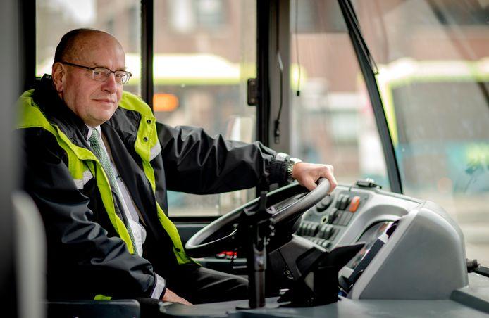 Voormalig staatssecretaris Fred Teeven is tegenwoordig parttime buschauffeur