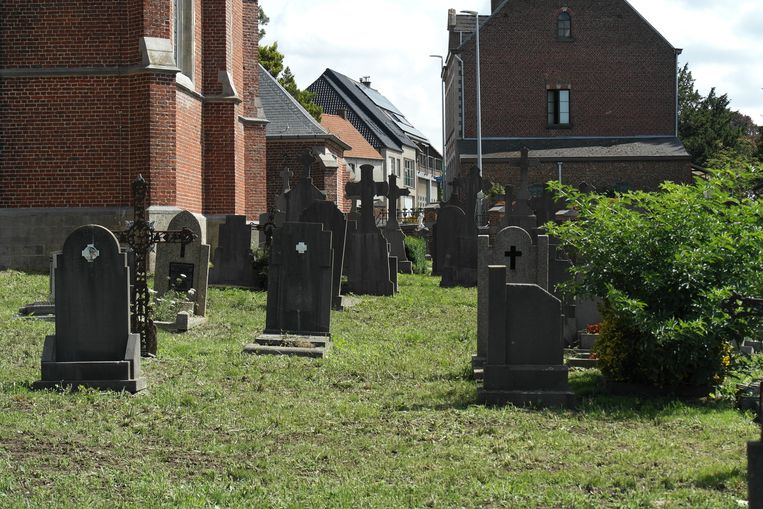 Het onderhoud van de kerkhoven wordt uitbesteed aan de vzw Dagmoed.