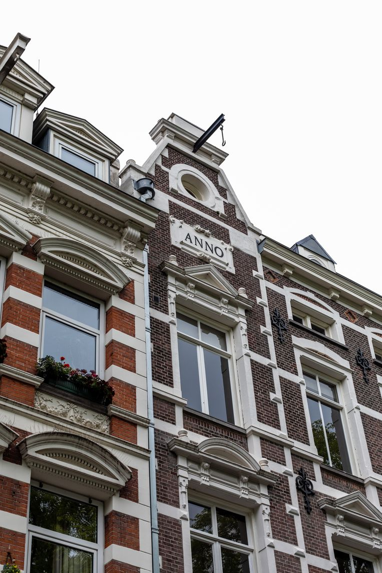 Hijsbalken aan klassieke panden in de stad, maar ook nieuwere huizen hebben ze. Beeld Nosh Neneh