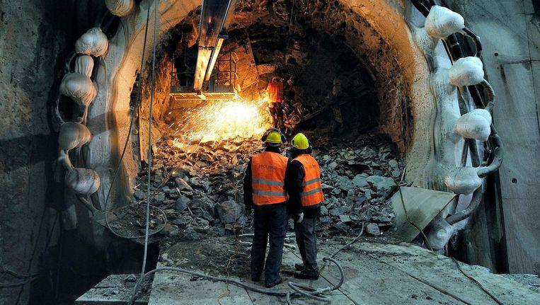 Graafmachine Noortje onder het Rokin, 2012. Hoeveel van het metrotracé naar Schiphol ondergronds wordt aangelegd, is nog niet duidelijk Beeld ANP