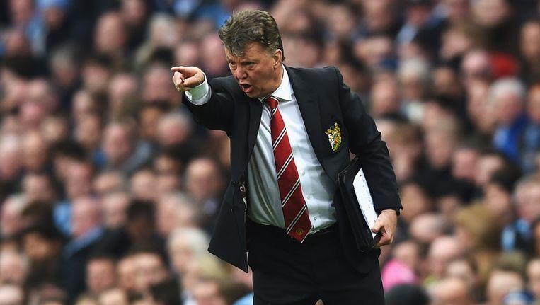 Aanwijzingen gevend langs de lijn, mét opschrijfblok, tijdens de uitwedstrijd zondag tegen plaatsgenoot Manchester City, die United met 1-0 wint. Beeld Getty Images