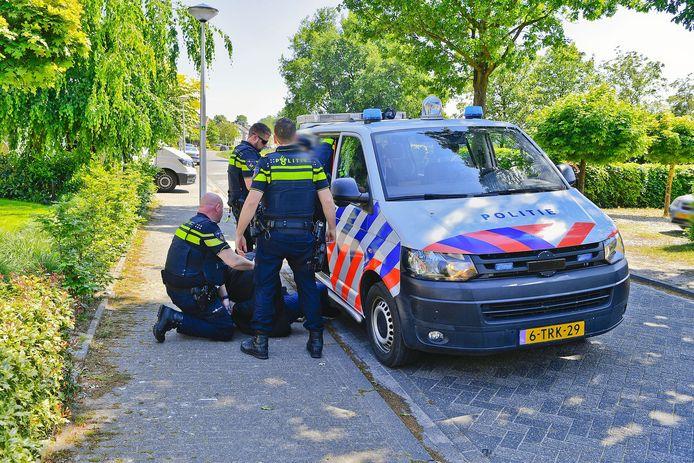De politie heeft maandagmiddag twee vermoedelijke autodieven opgepakt na een achtervolging van Riethoven naar Dommelen.