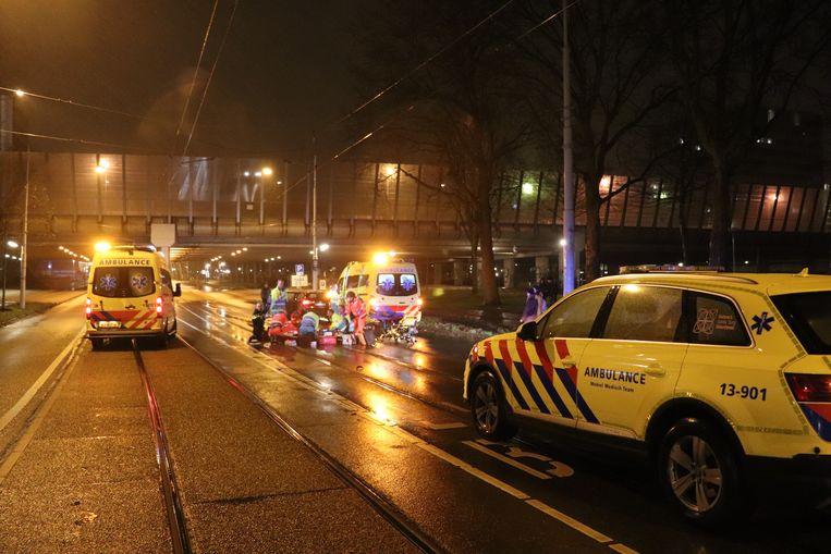 Een 24-jarige fietser is dit weekend overleden na een aanrijding in Amsterdam-West. De bestuurder van de auto was op dat moment aan het werk als Uber-chauffeur. Beeld Martin Damen /AT5