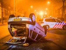Auto vliegt over de kop in Eindhoven en raakt twee andere auto's