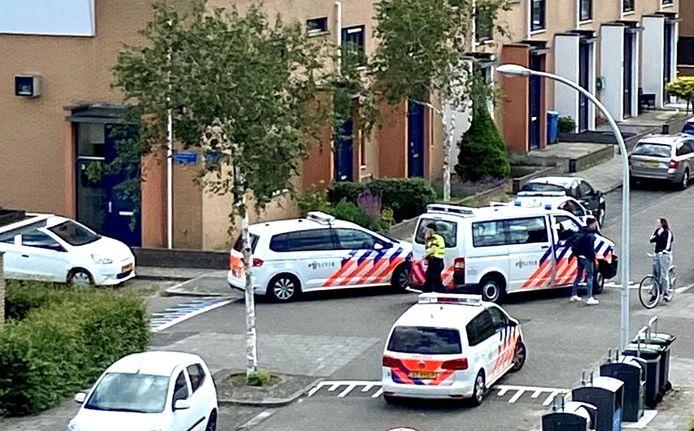 De politie rukte met meerdere auto's uit naar de melding.