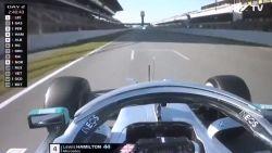 Zet Mercedes met DAS rivalen nú al een hak? Hamilton pakt uit met opvallend stuur