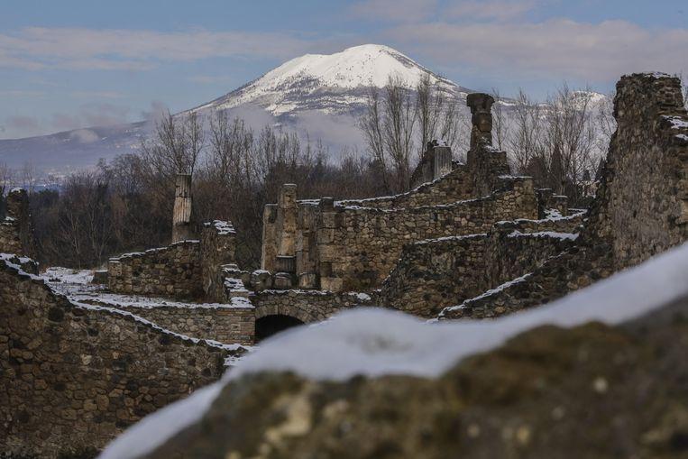 Ook de vulkaan Vesuvius en archeologische site Pompeii werden bedekt met een laagje sneeuw.