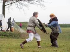 Soldaten uit verschillende eeuwen slaan tenten op in Veenendaal