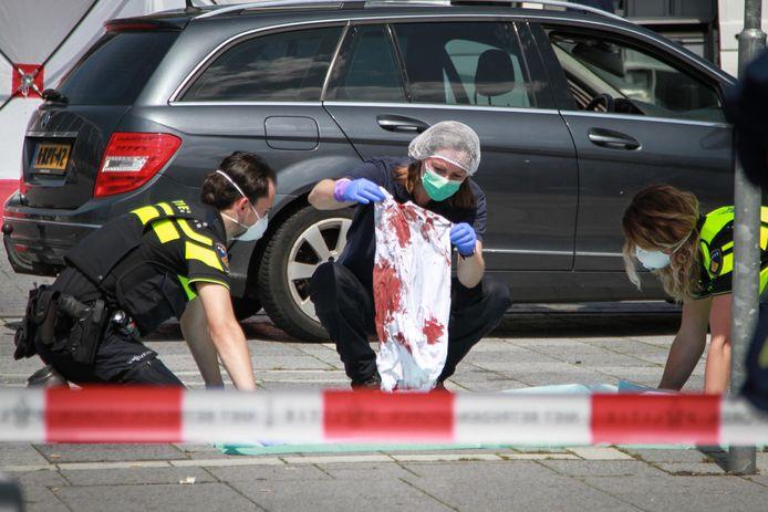 Sadegh Zarza wachtte op het Stationsplein in zijn auto op een man, die zonder waarschuwing op hem in begon te steken.