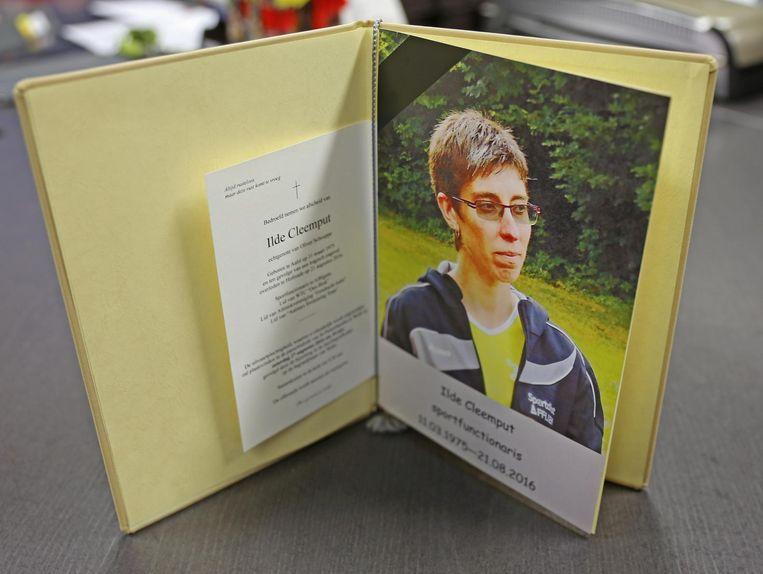 Een foto met het bidprentje van Ilde Cleemput heeft een vaste plaats op het bureau van de sportdienst.