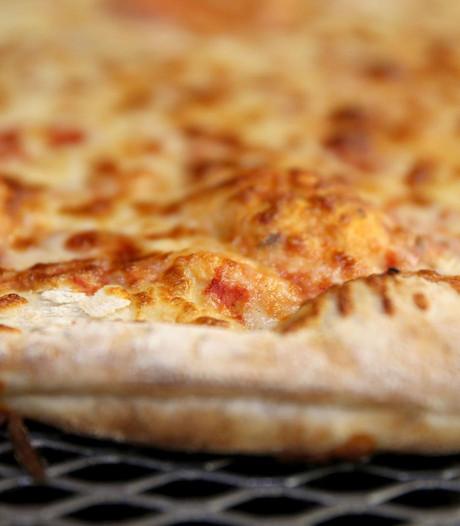 Gewapende man overvalt pizzeria in Rotterdam-Schiebroek