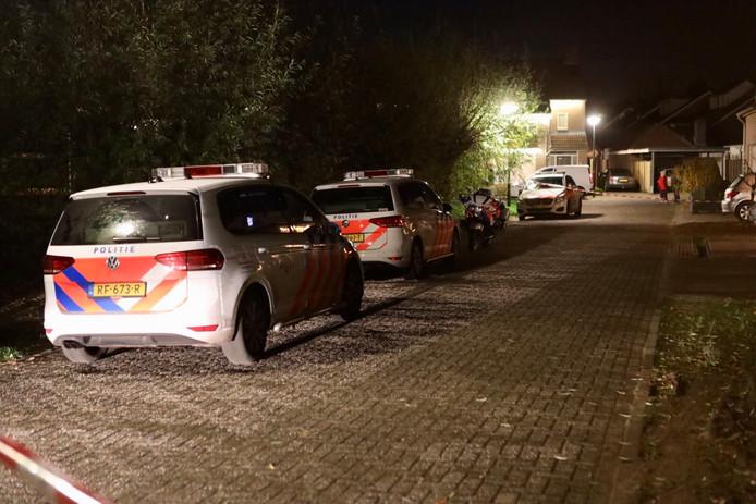Politie aan Den Dries na de inval van vrijdagavond.