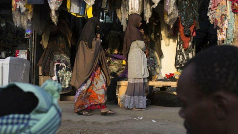 In de Somalische wijk Eastleigh in Nairobi heerst een sfeer van angst en huiver. Bewoners zijn bang om met buitenlanders te praten. Beeld reuters