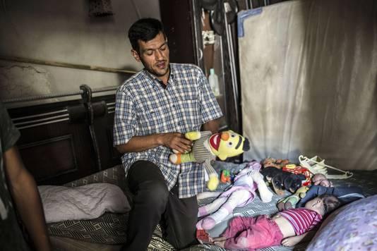 Volgens de Iraakse is de vader van Aylan, Abdullah, zelf een mensensmokkelaar en is hij verantwoordelijk voor het kantelen van het bootje. Waardoor onder meer zijn eigen zoontje verdronk.