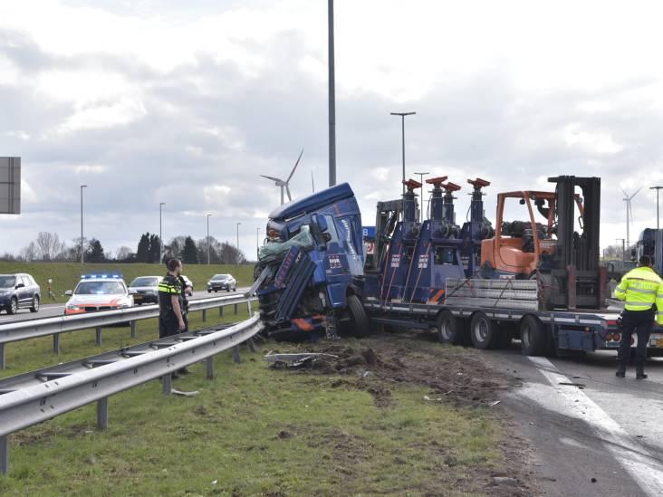 A16 bij de Belgische grens dicht door ongeval met twee vrachtwagens: weg blijft voorlopig dicht