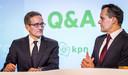 KPN-topman Maximo Ibarra met naast hem Jan-Kees de Jager, sinds 2014 financiële baas bij het telecomconcern.