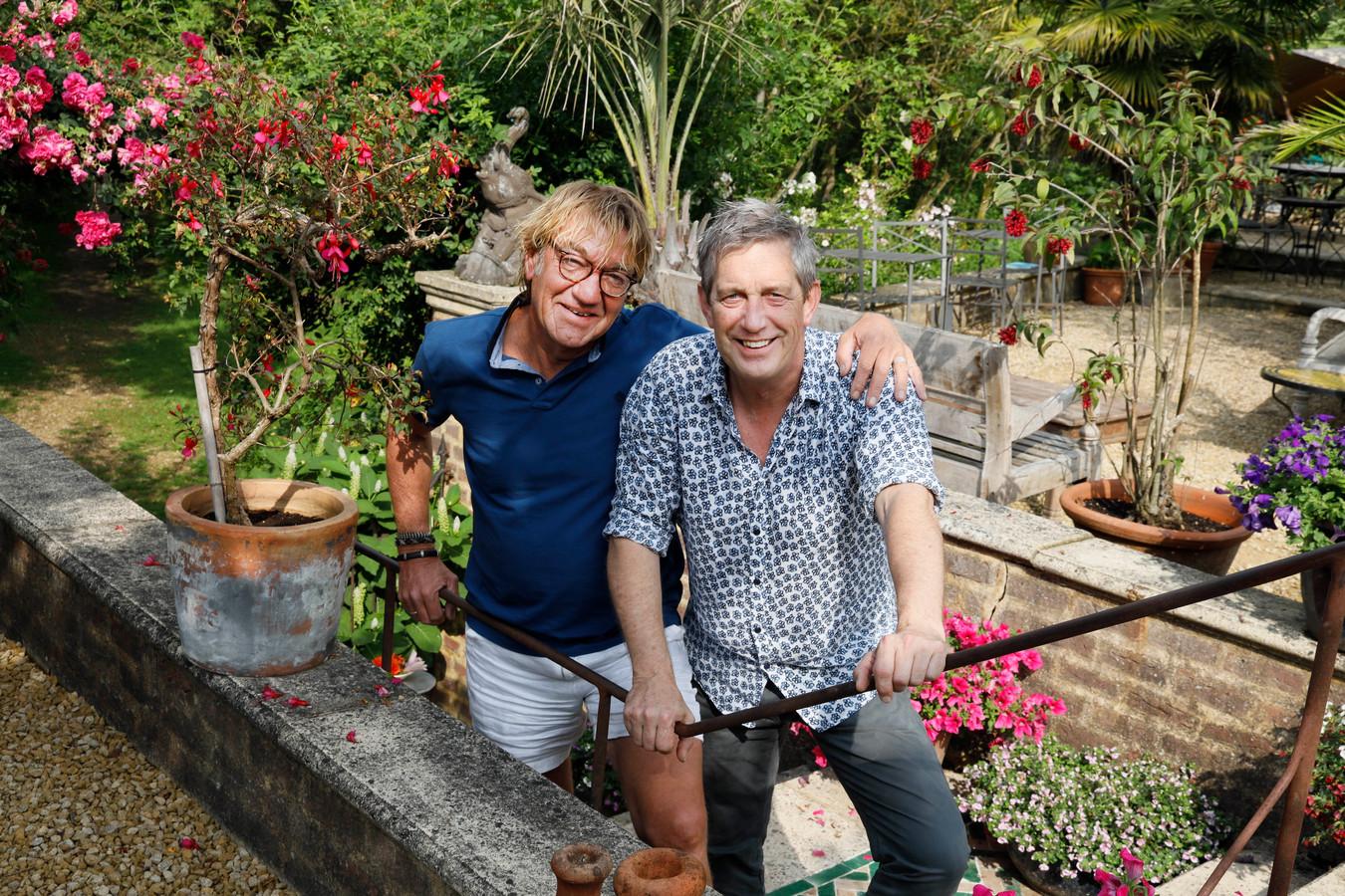 Rob Frowijn en Coen van den Boogaard in de Millinger Theetuin.