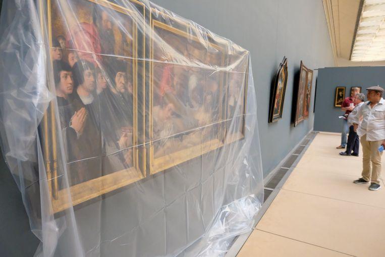 In een ander deel van het museum regent het binnen.