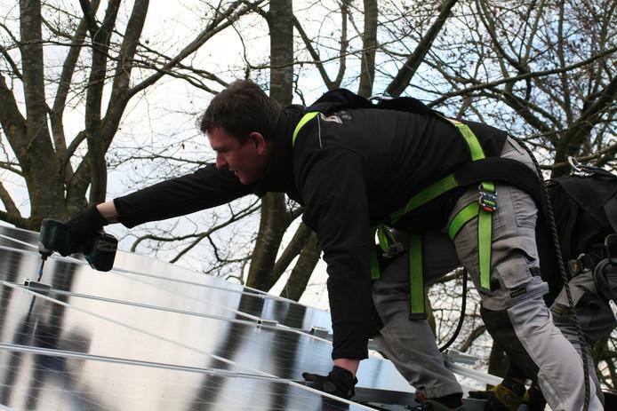 In Schijf heeft Bink Solar de afgelopen dagen eerste huizen al voorzien van zonnepanelen.