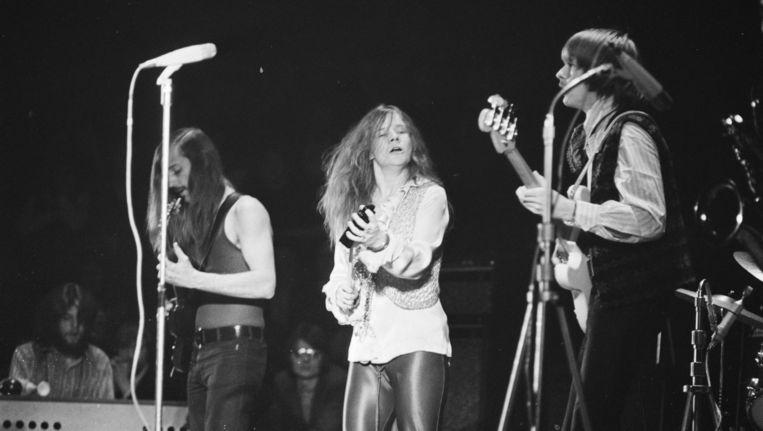 De Amerikaanse blueszangeres Janis Joplin tijdens een optreden in het Amsterdamse Concertgebouw in 1969. NPO2 zendt een documentaire over haar uit. Beeld anp