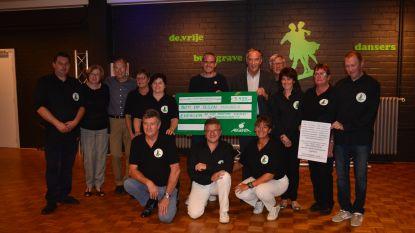 Vrije Burggrave Dansers geven 5.499 euro aan Kom op tegen Kanker