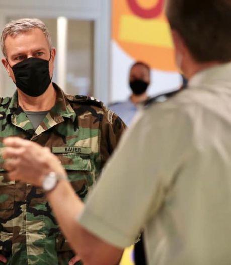 Commandant der strijdkrachten brengt bezoek aan militairen in UMC: 'Mannen en vrouwen, keep up the good work!'