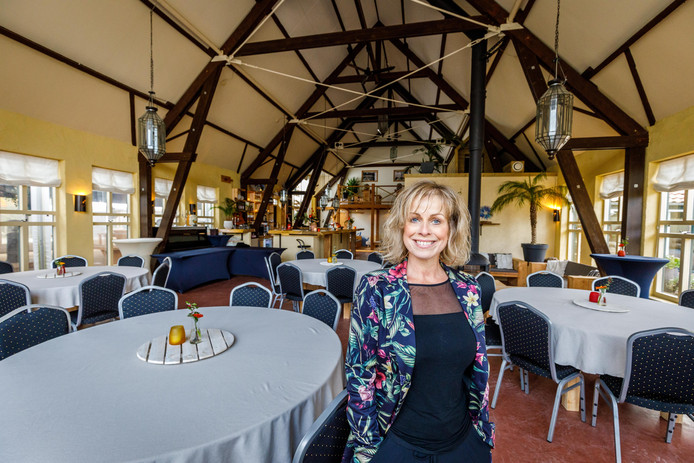 Barbara Lok in boerderijherberg Lavandula, de nieuwe locatie voor de optredens van Podium Lokaal.