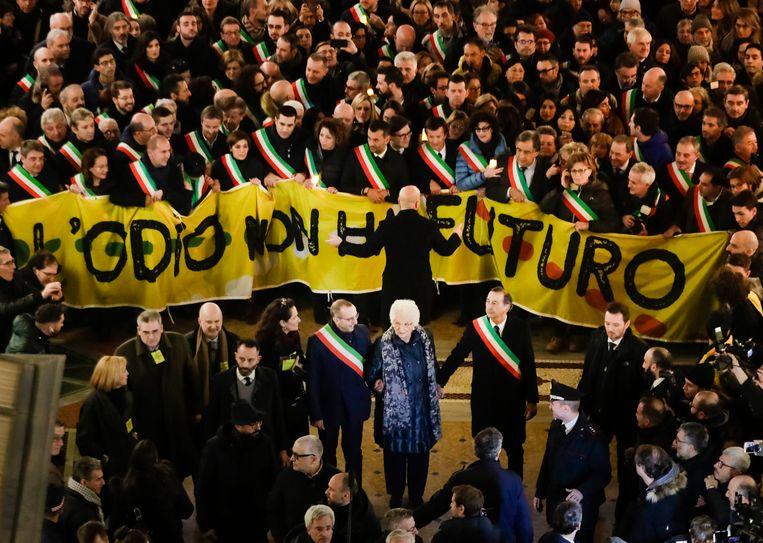 Liliana Segre tijdens een demonstratie in Milaan met onder anderen honderden burgemeesters. Beeld AP