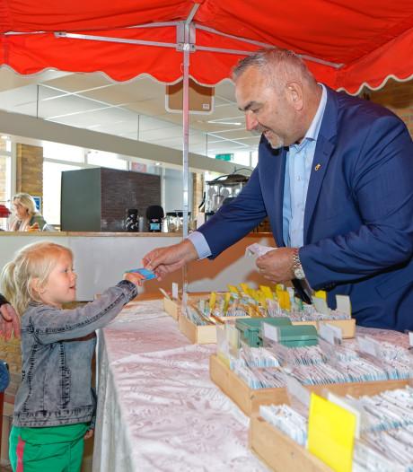 Kinderen (en ouders) heel blij met gratis zwemmen in gemeente Geertruidenberg