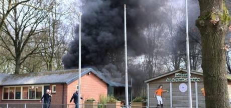 Veel rook bij brand in schuur van jeu de boules-vereniging Oldenzaal