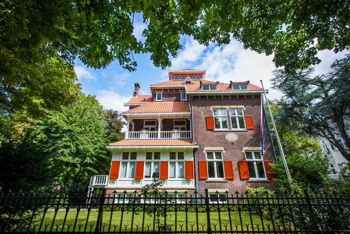Villa Hejmo Nia aan de Parkweg. Duurder wordt het niet in Den Haag.