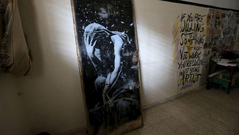 De deur die hier nog in de gallery van de Palestijnse kunstenaar staat, die hem voor 180 euro heeft gekocht. Beeld null