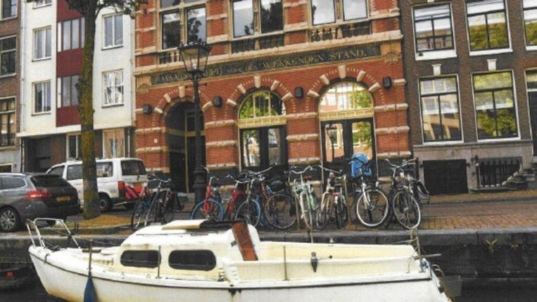 De witte zeilboot waarop de overleden man werd aangetroffen. Beeld Politie