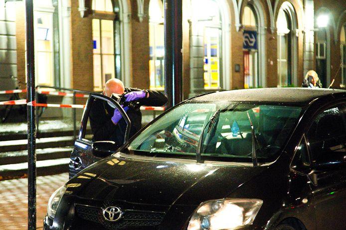De politie deed maandagavond onderzoek in de auto.