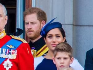 """""""Retourne-toi"""": le prince Harry a-t-il recadré Meghan Markle en direct?"""