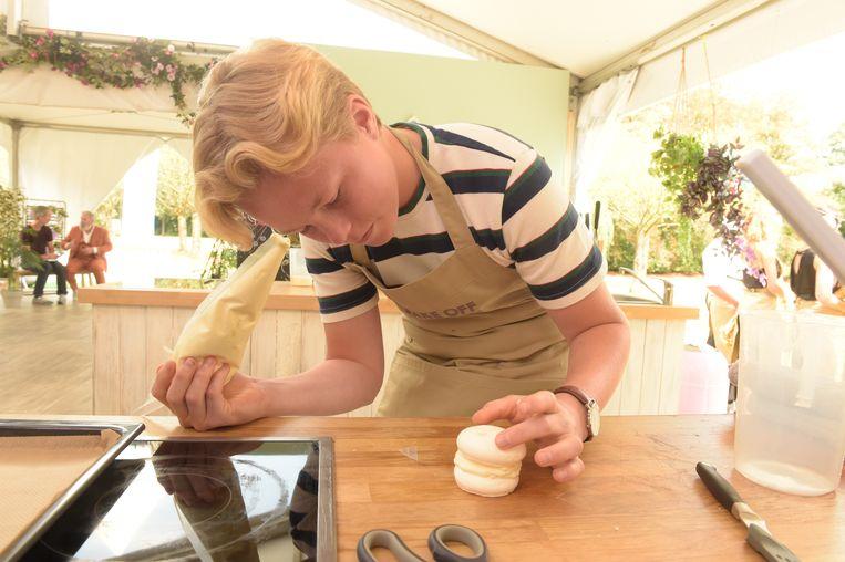 """Lucas gaat erg nauwkeurig te werk: """"Ik ben perfectionistisch, maar dat moet als je een goeie bakker wil zijn."""""""