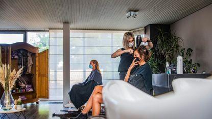 """Kapsalon Modjoo draait direct op volle toeren: """"Enorme vraag naar haarkleuringen. Iedereen wil komaf maken met die vreselijke uitgroei"""""""
