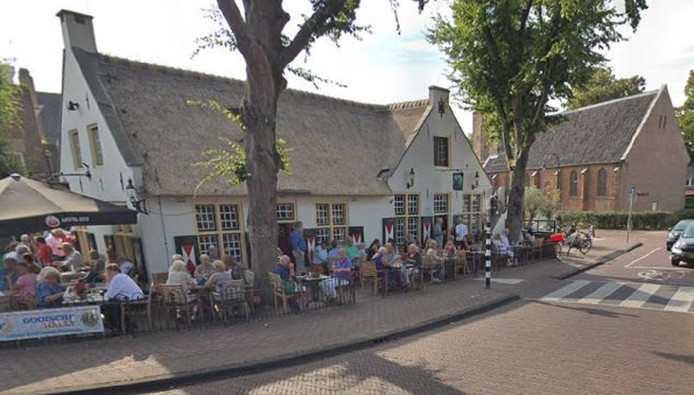 't Bonte Paard in Laren is een populair en typisch Goois eetcafé dat 's zomers veel toeristen trekt die BN'ers komen kijken.