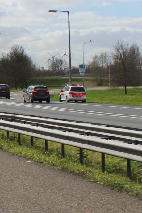 Bussen naar Utrecht stoppen in Vianen na schietincident, volop politie langs A27