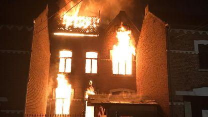 Brandweer redt zwerver uit vlammen