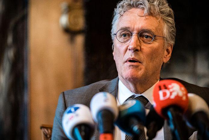 Burgemeester John Jorritsma tijdens een corona-persconferentie over de Brabantse maatregelen.