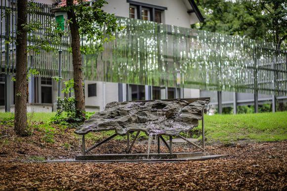 Aan het Emile Van Dorenmuseum staat een nieuw watersculptuur.