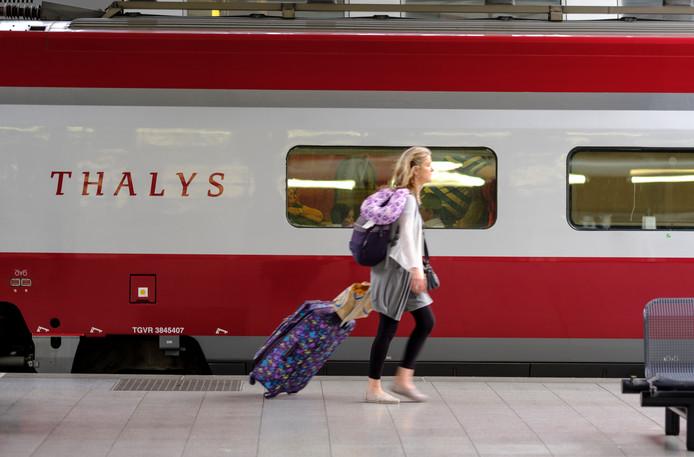 De Thalys rijdt over de hogesnelheidslijn tussen Nederland en Frankrijk.