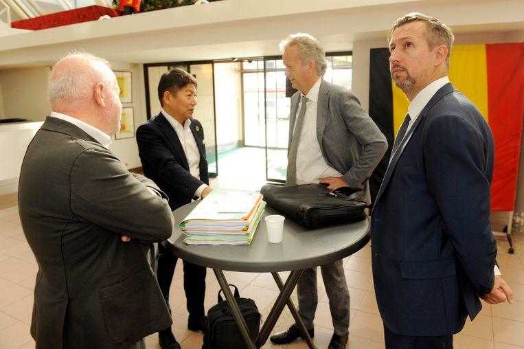 De STVV-delegatie in Brussel: voorzitter David Meekers met advocaten Johnny Maesschalk en Kristof De Saedeleer en bestuurslid Yusuke Muranaka.